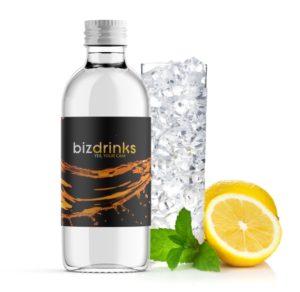 Wasser mit eigenem Etikett